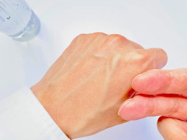 オルビスミスターの化粧水「ローション」を塗り終わった肌