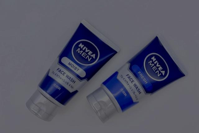 暗く写ったニベアメンの洗顔料