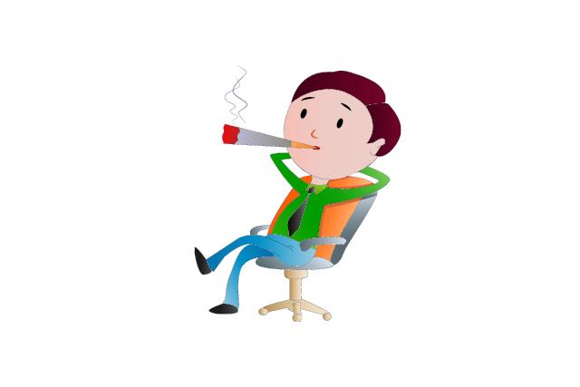 椅子に座ってタバコを吸う男性