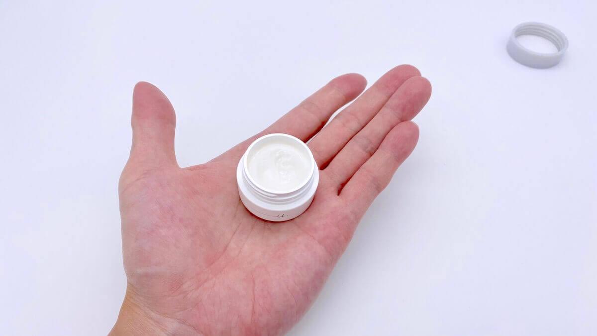 オルビスユードットのモイスチャーは指ですくってとるタイプの容器