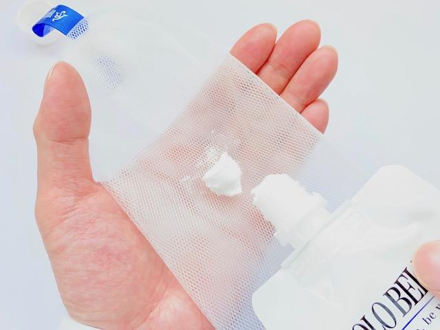 ホロベルの洗顔料に付属するミニ泡立てネット