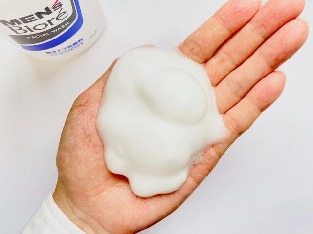メンズビオレ泡タイプ洗顔料の泡