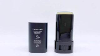フタを開けて並べた資生堂メンの日焼け止め「クリアスティック UVプロテクター」