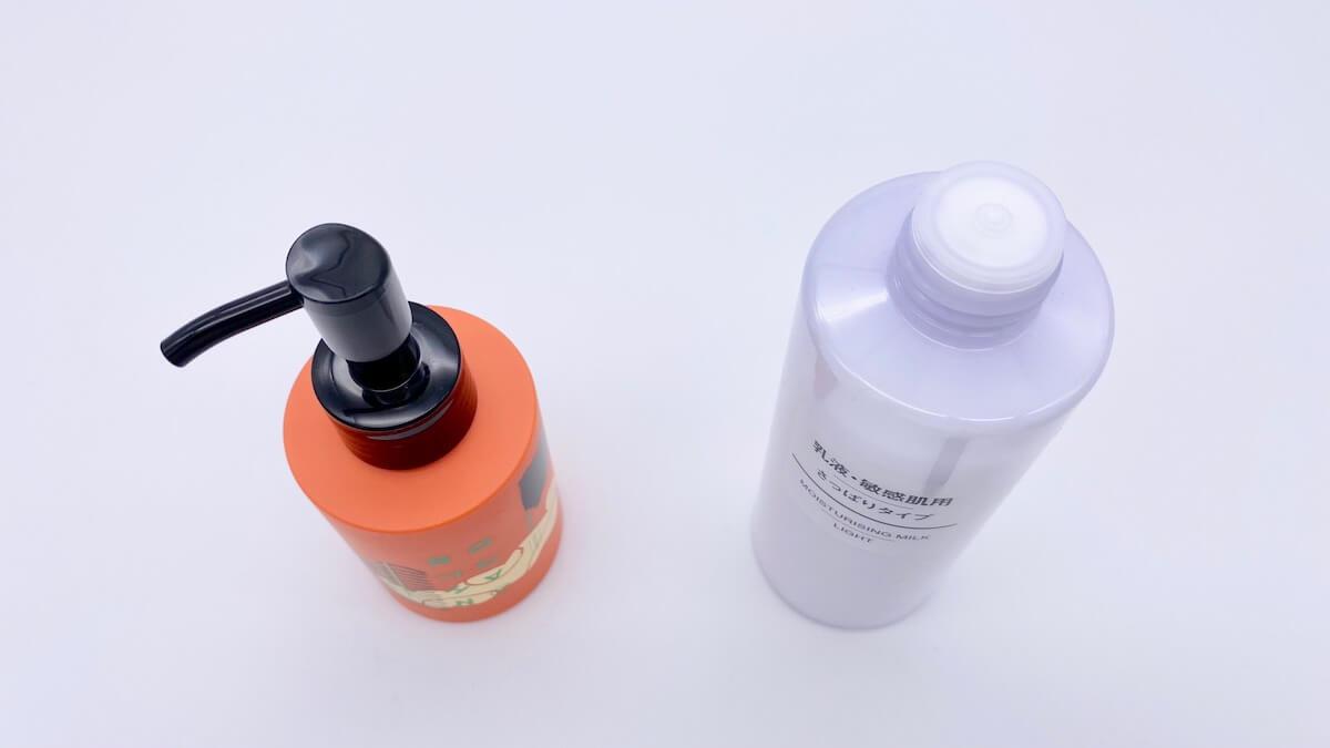 プッシュタイプとキャップタイプの乳液ボトル