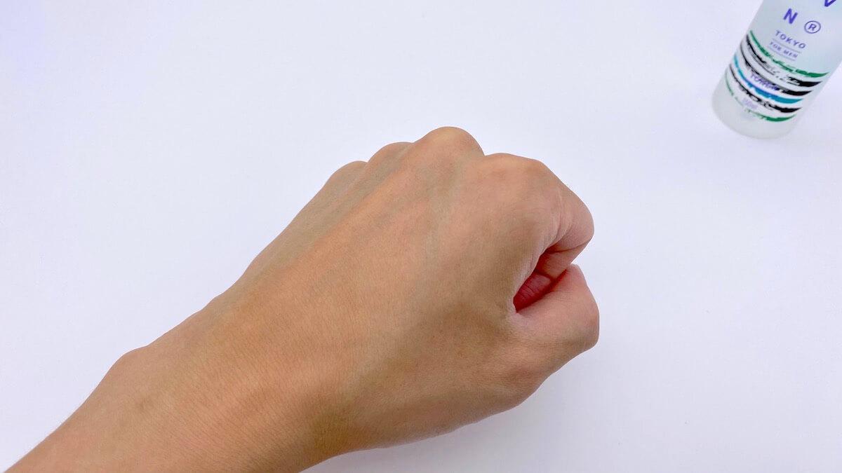 フォレストトナーを塗った後の手の甲