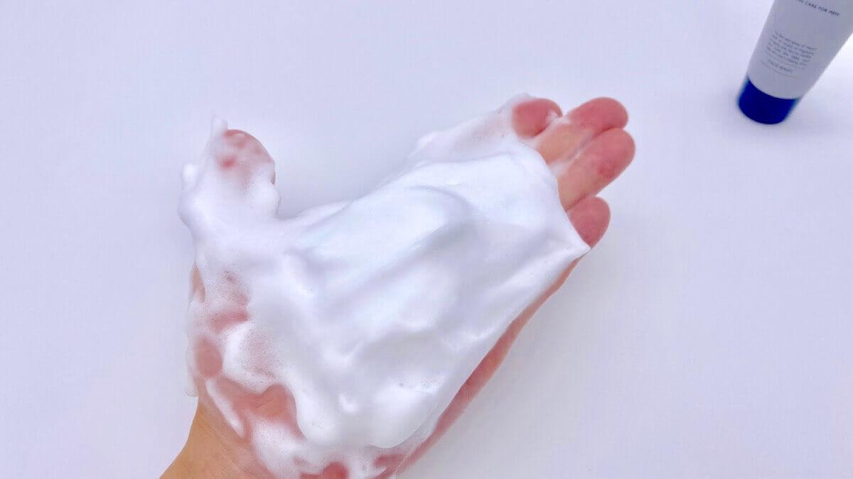 Alomの洗顔料で作った泡