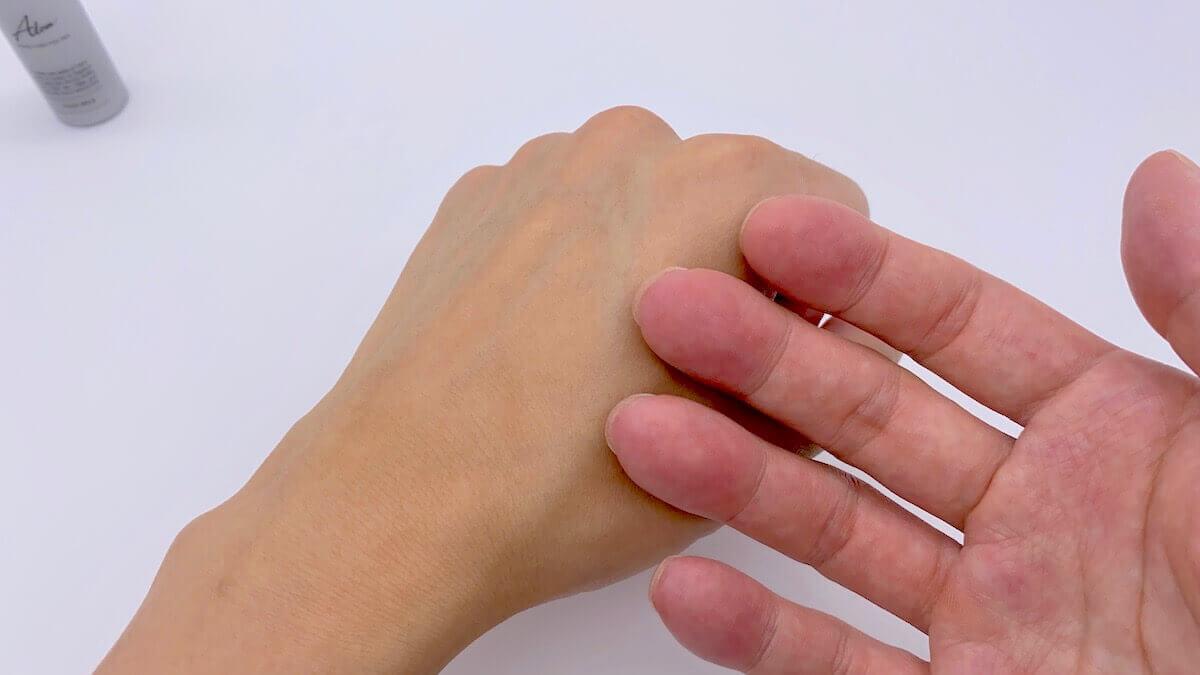 Alomの乳液をつけ終わった後の手触り